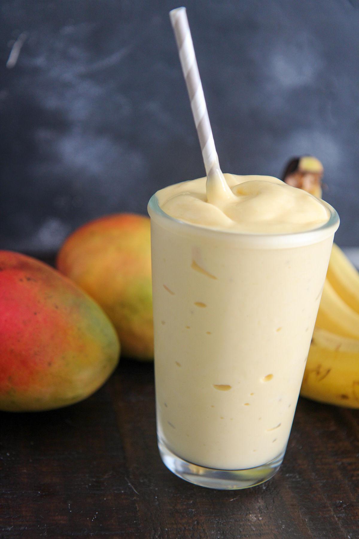 smoothie mango banan yoghurt