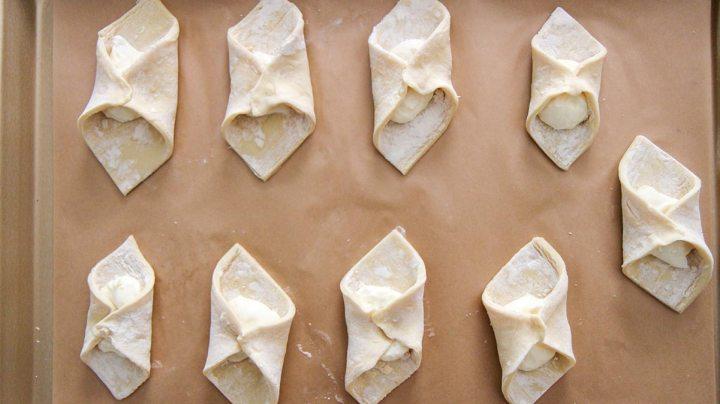 nine quesitos on a baking sheet.