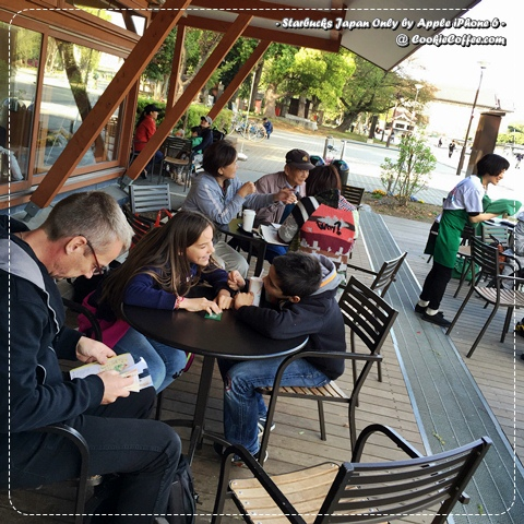 starbucks-japan-only-free-blanket-wifi-barista-ueno-park-tokyo-family-cute-iphone-6
