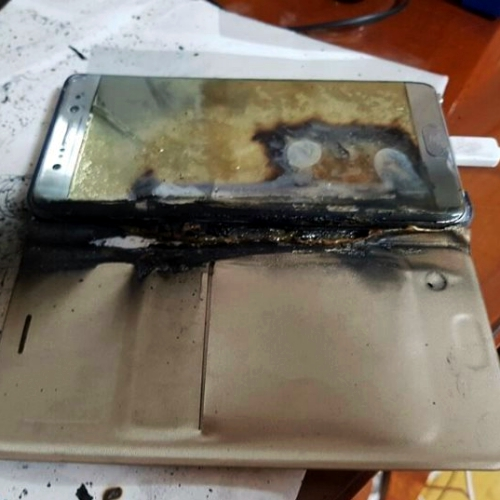 galaxy-note-7-review-failed-explode-7-th-times-suspended-bomb-iphone-7-gold