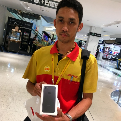 dhl-claim-iphone-7-7s-plus-red-matte-black-problem-chipped-paint-thai-apple-store-first-world