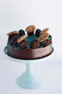 Cookie Monster Cheesecake on a blue cake plate