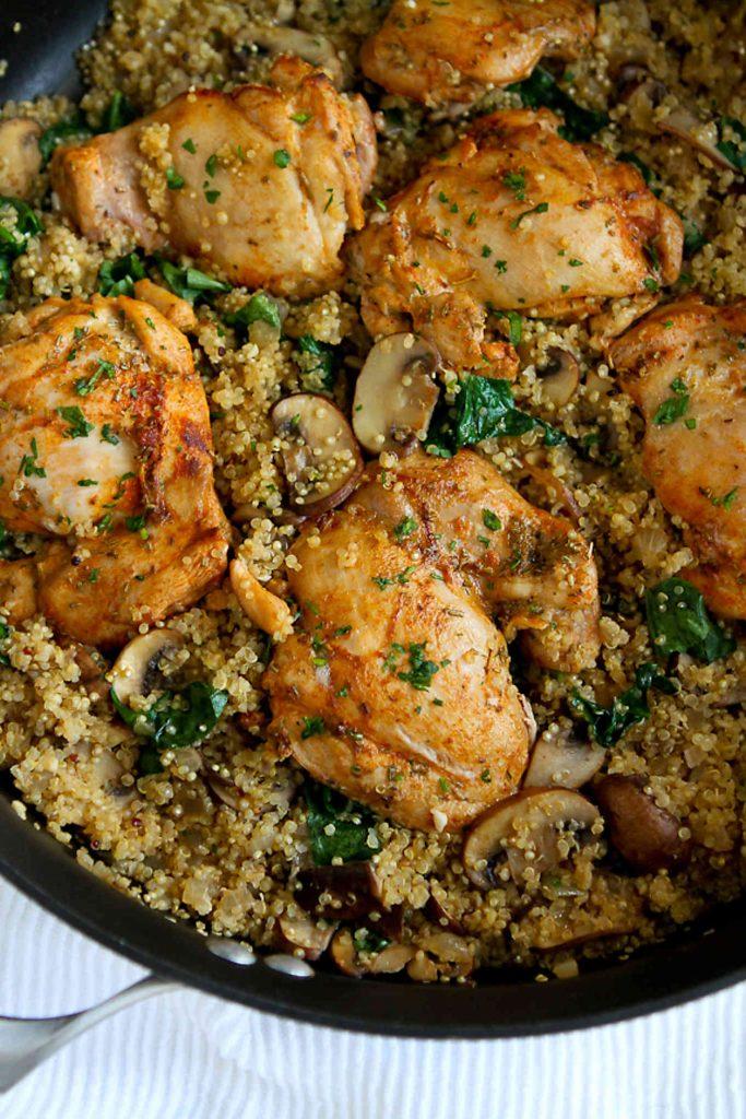 One-Pot Chicken, Quinoa, Mushrooms & Spinach - Easy Dinner ...
