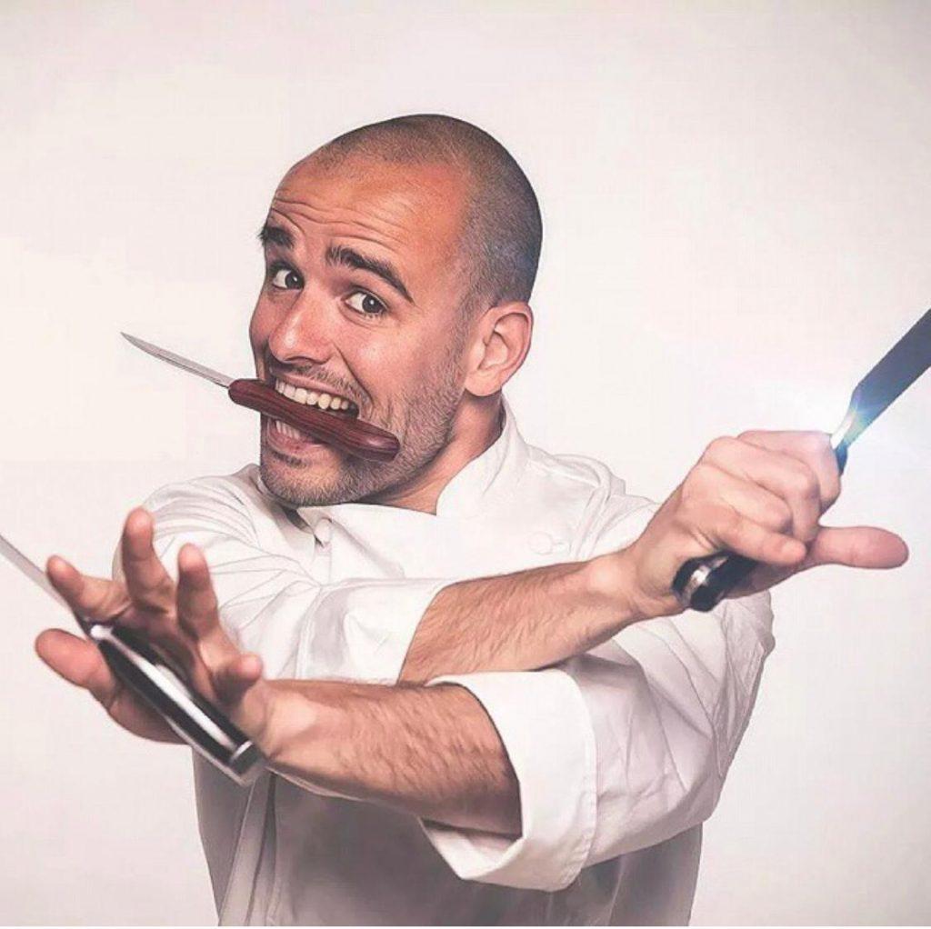 chef anfitrion mono8