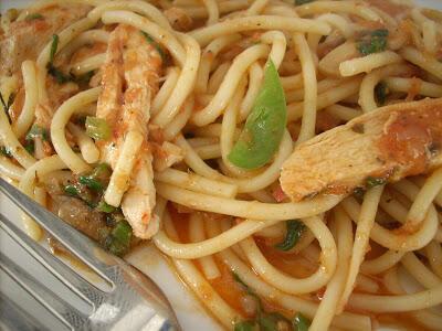Easy Tomato Spaghetti Recipe with Shredded Chicken
