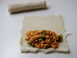 bread paneer rolls, how to make bread paneer rolls recipe