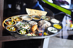 Review: Vegetarian Thaali at Rajdhani Restaurant, Chennai
