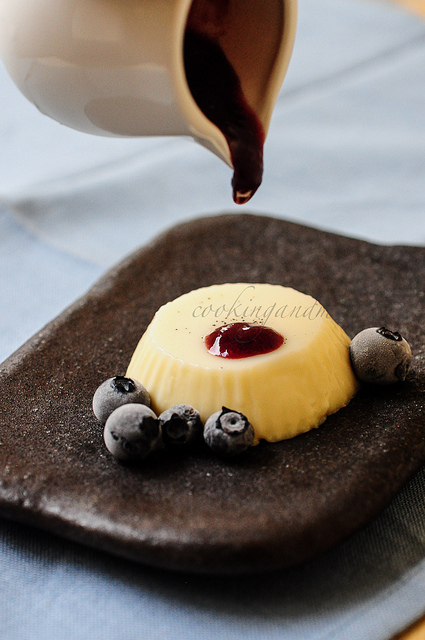 Vanilla Panna Cotta | Blueberry Coulis Recipe