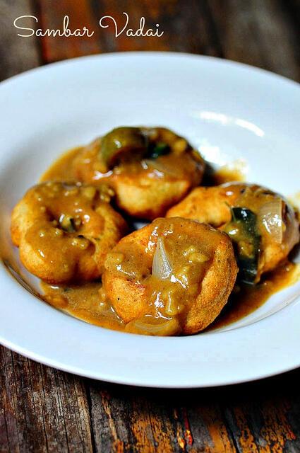 Sambar Vadai-Medhu Vadai with Sambar {Recipe}