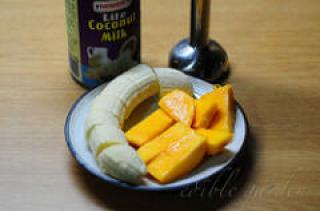 Banana Mango Milkshake Recipe - Easy Fruit Milkshakes