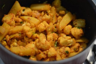 aloo gobi recipe, how to make dry aloo gobi recipe