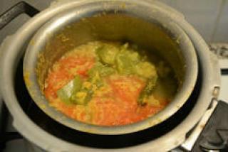 capsicum tomato dal recipe-dal with tomatoes and capsicum
