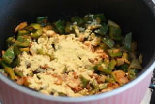 capsicum besan sabji, capsicum zunka recipe-7