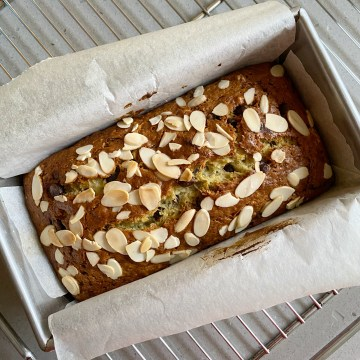 chocolate chip banana bread step by step