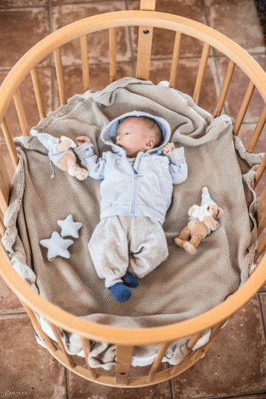 Matteo mit seiner Kuscheldecke im Sleepi
