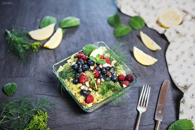 Bunter Quinoa Beeren Salat
