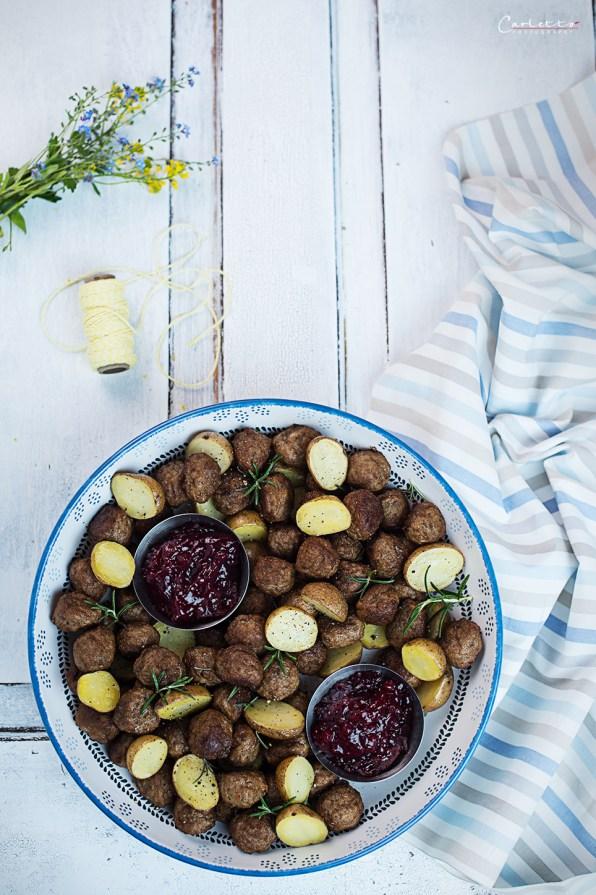 Köttbullar with baby potatoes and cranberry jam
