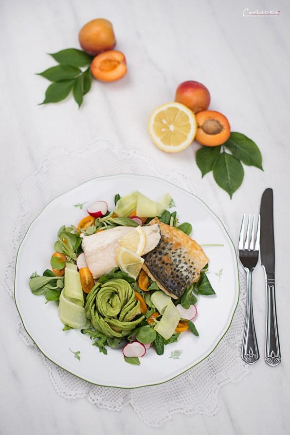 Fischfilet auf Salatbett