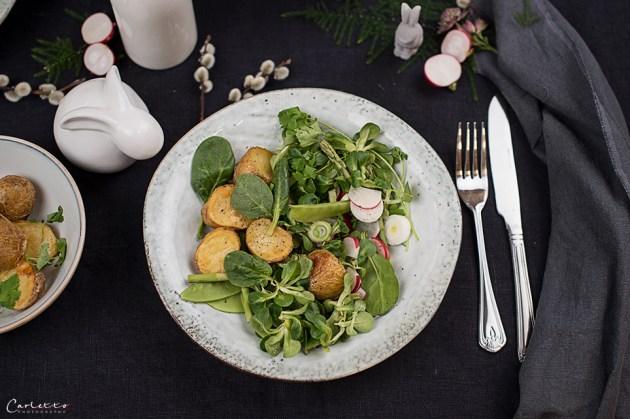 Fruehlingssalat mit Roestkartoffeln