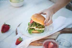 Gegrillter Halloumi Burger mit hausgemachtem Erdbeer Chutney