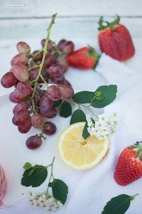 Rosenblüten Trauben Bowle