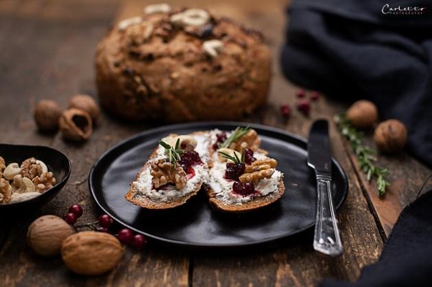 Walnuss Karotten Brot