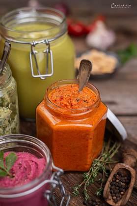 Gemüse-Sugo, grüne Spargelcremesuppe, Bärlauchbutter, rotes Pesto
