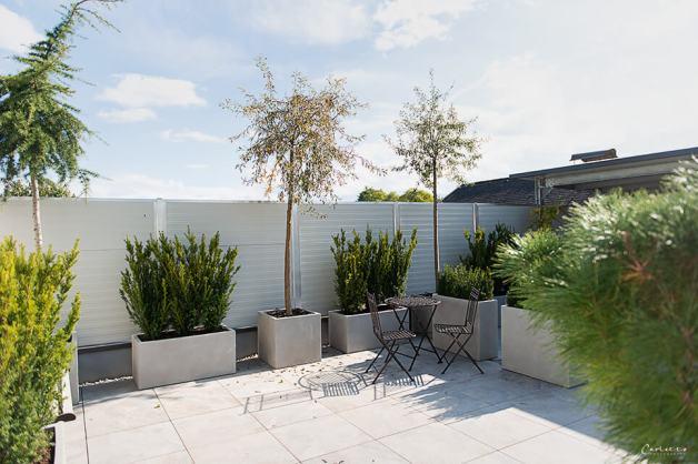 Terrassengarten-Bepflanzung im mediterranen Stil.