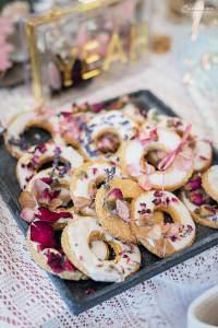 Kokos Kekse mit Trockenblüten