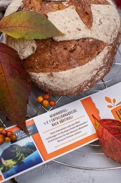 Kürbis Karotten Suppe im Herbstbrot_8571