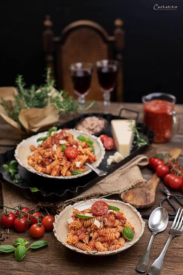 Nudeln mit Thunfisch Tomaten Sauce_1937