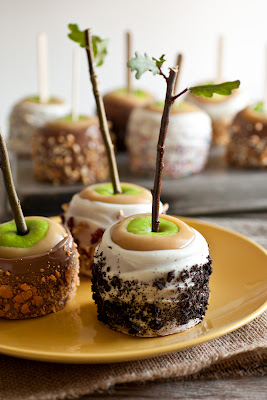 Cookies and Creme Caramel Apples - Cooking Classy