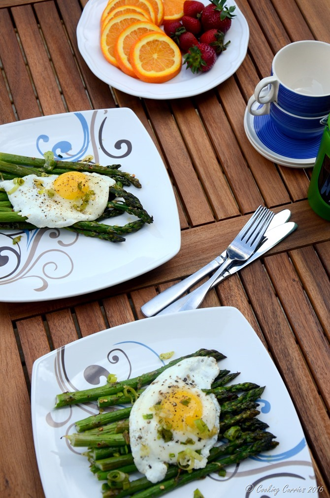 Fried Eggs Over Roasted Asparagus and Green Gaarlic Herb Sauce - A Spring Brunch Recipe - www.cookingcurries.com (2)