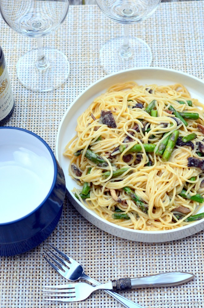 Vegetarian Carbonara with Mushrooms and Asparagus - www.cookingcurries.com (3)