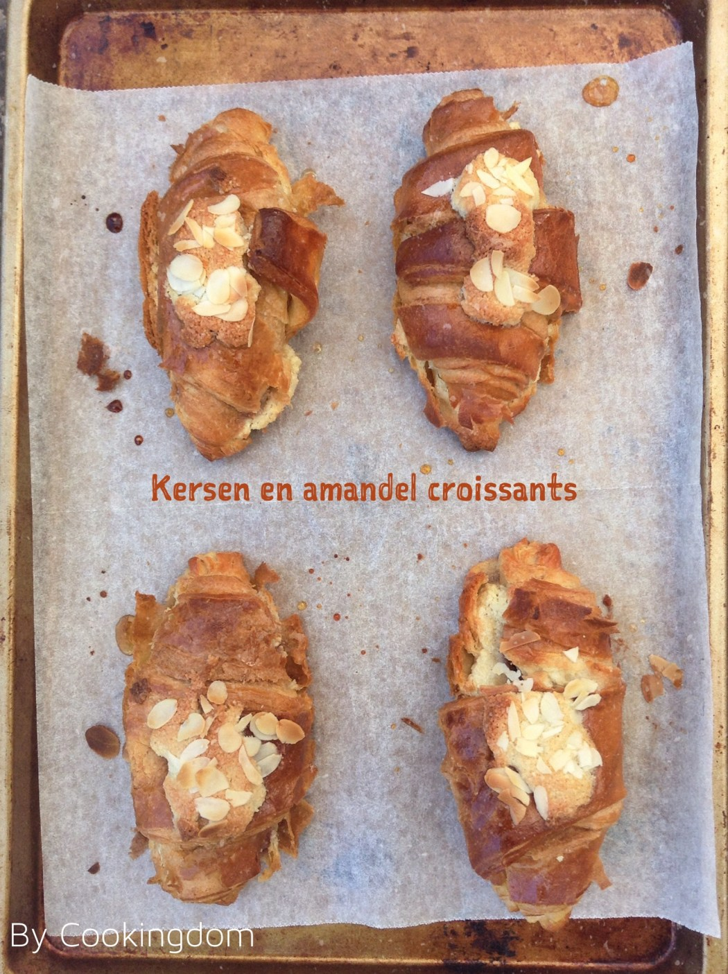 Kersen en amandel croissants By Cookingdom