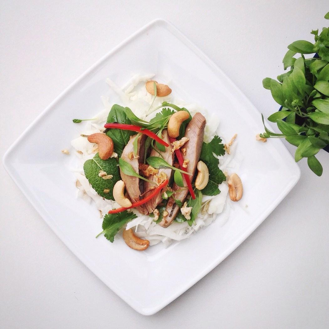 Salade met eend en witte kool, boordevol Oosterse smaken