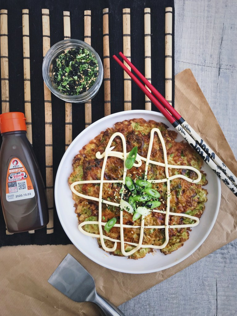 Okonomiyaki een Japanse hartige pannenkoek