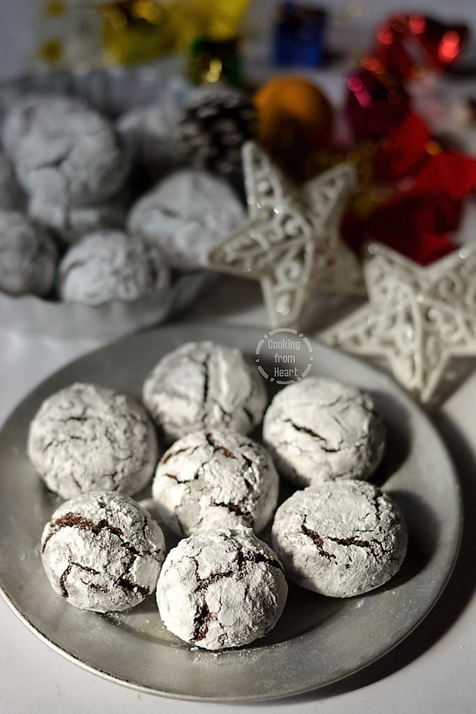 Eggless Chocolate Crinkle Cookies