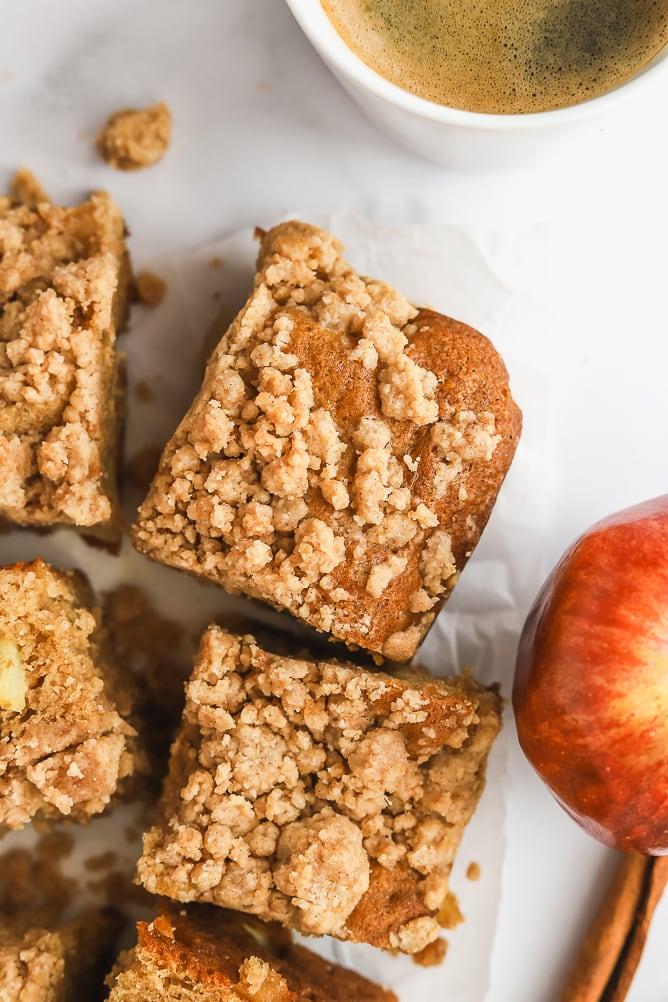 Apple Cinnamon Crumble Cake