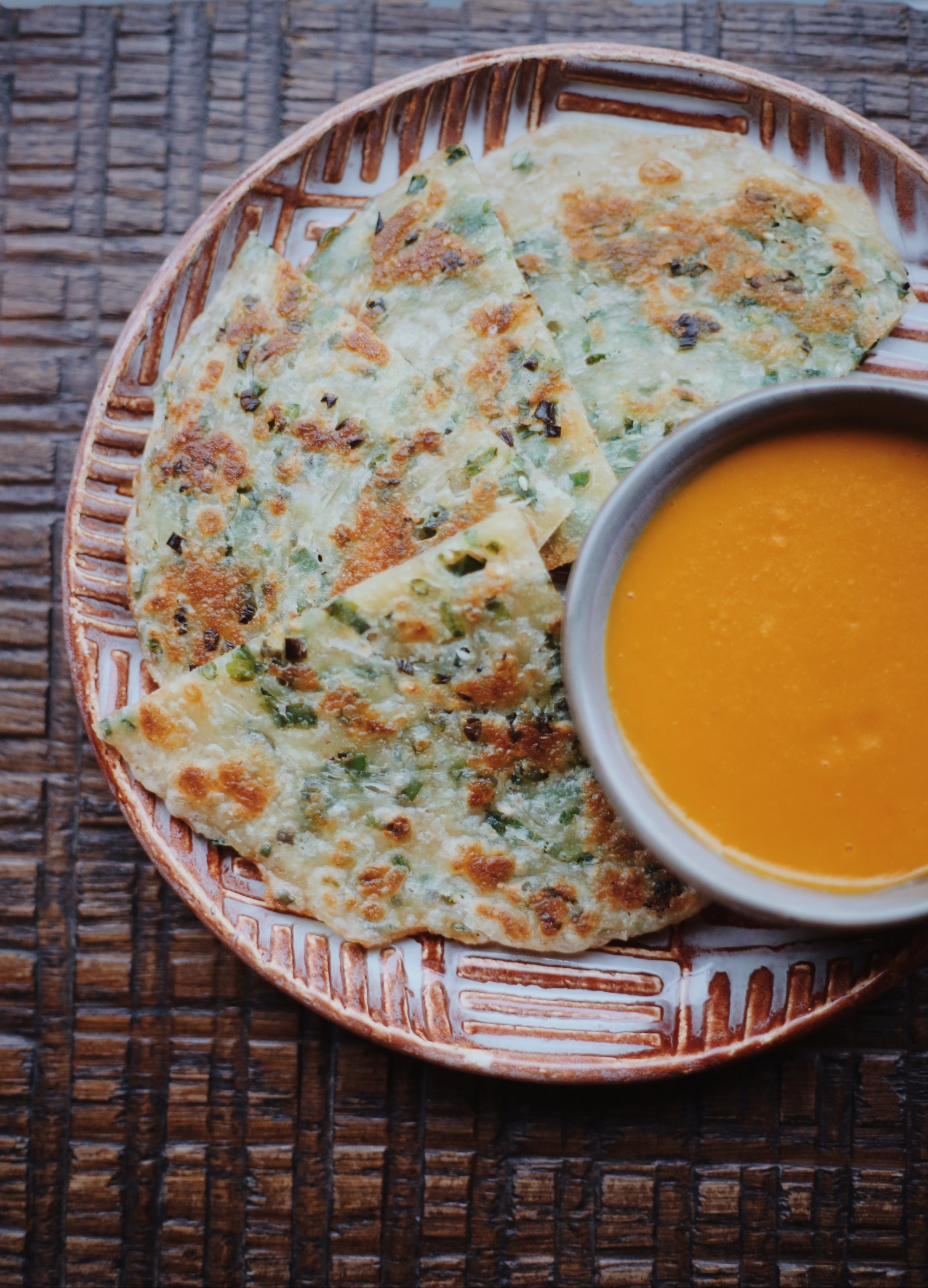 Japanese-style pancake with green onions