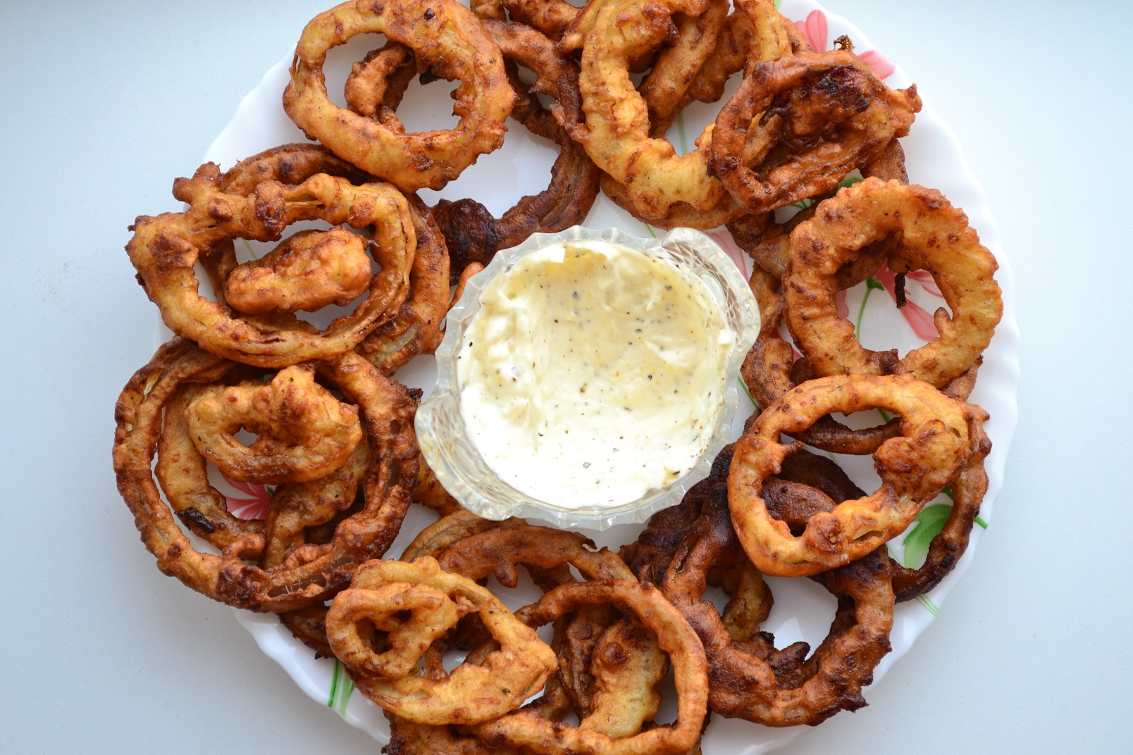 Onion rings in cheese batter