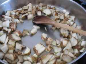cooking Jerusalem artichoke with garlic and lemon juice