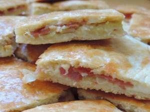 Empanada de puerros ,bacon y queso philadelphia