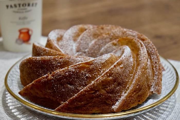 Bundt cake de pera y kéfir con especias y vainilla
