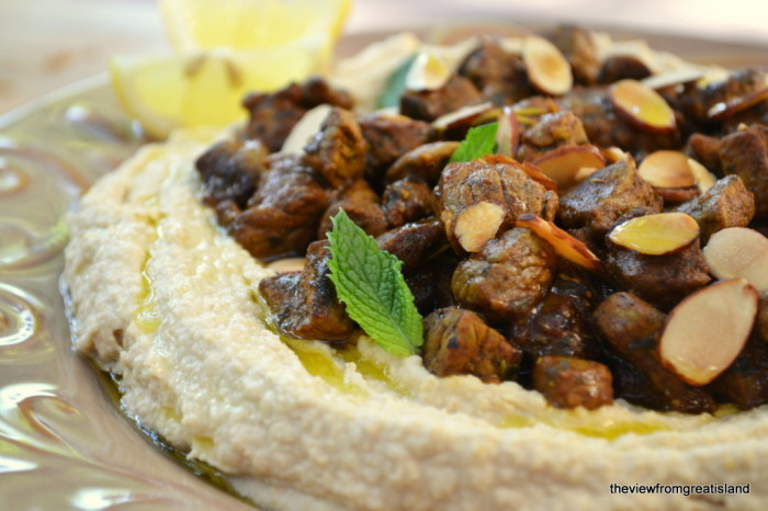 Hummus with spiced lamb
