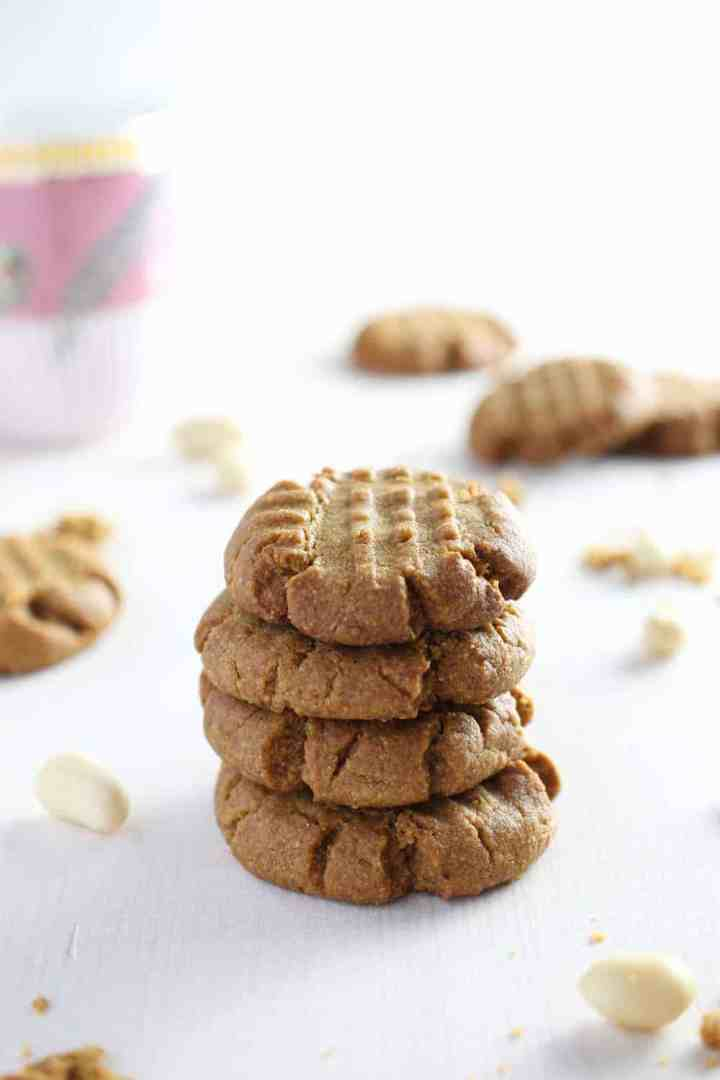 picture of peanut butter cookies in a pile