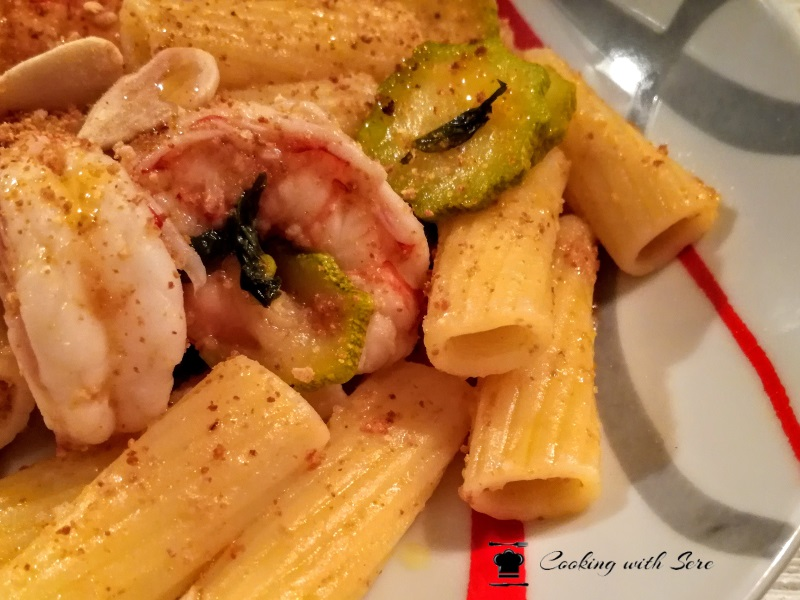 pasta zucchine gamberetti pangrattato e mandorle