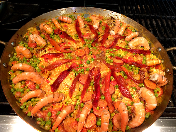 Funny Speaker and Celebrity Chef Makes Paella