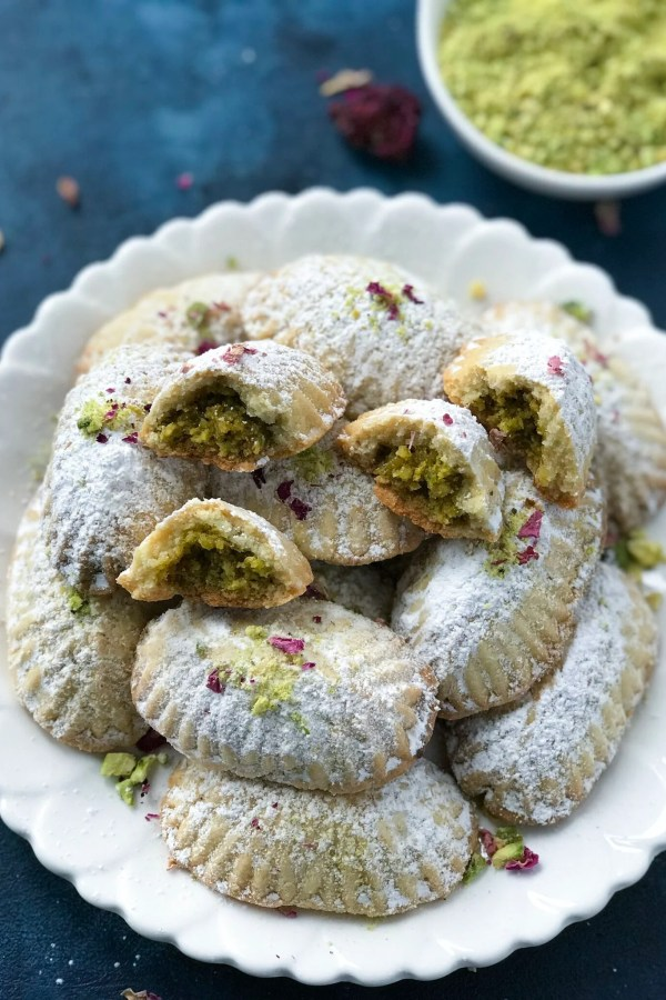 Pistachio Maamoul Cookies ( معمول بالفستق )
