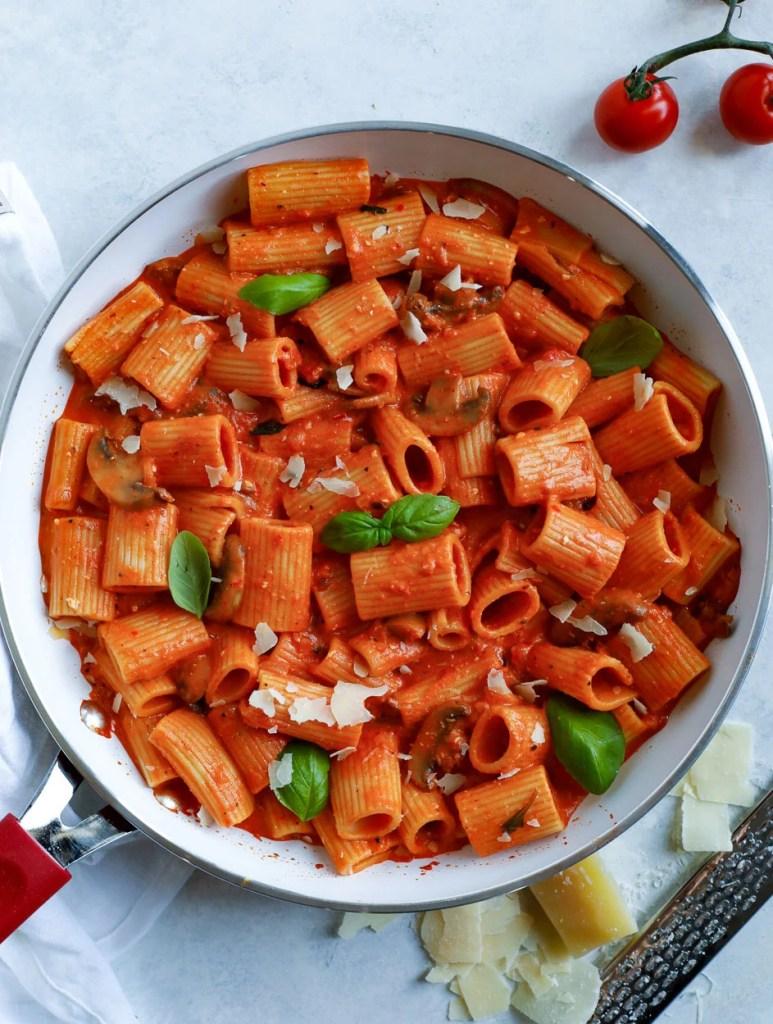 creamy red pepper rigatoni pasta